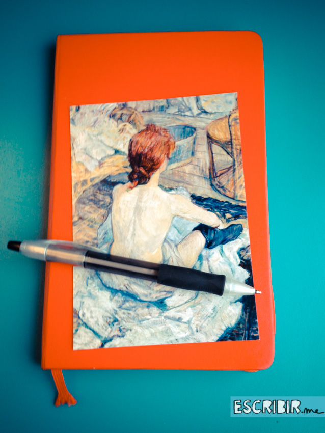 La moleskine roja. La postal es un cuadro de Toulouse Lautrec.